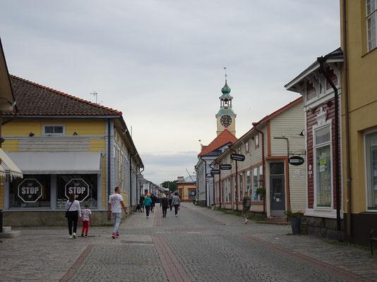 ラウマの街並み  2019年8月 松村一氏撮影     ラウマは北欧に現存するもっとも大きな木造家屋の町と言われ、世界遺産に登録されている