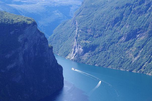 ガイランゲルフィヨルド   ノルウェーの代表的なフィヨルドの一つ 7姉妹の滝は有名         2019年7月 松村一氏撮影