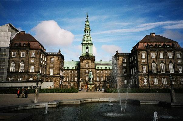 クリスチャンスボー城  2004年6月 松村一氏撮影   コペンハーゲン市内にあるネオバロック様式の城 現在は国会議事堂、最高裁判所等として使われている