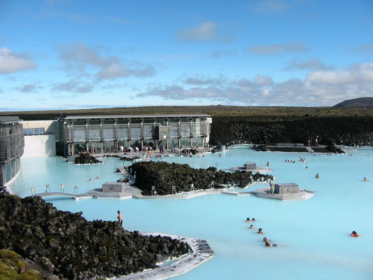 アイスランド ブルーラグーン温泉 ケフラヴィーク 国際空港と首都レイキャヴィクの間に位置するアイスランドの誇る大型温泉施設 2003年7月 松村一氏撮影