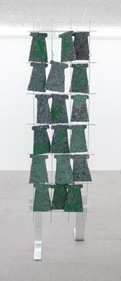 Britta Frechen _Heckengestell Nr.3_2019_Aluminium, Stahl, Pappmache, Pigment_185 x 50 x 70 cm_b