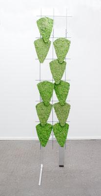 Britta Frechen _Heckengestell Nr.4_2019_Aluminium, Stahl, Pappmache, Pigment_185 x 45 x 110 cm