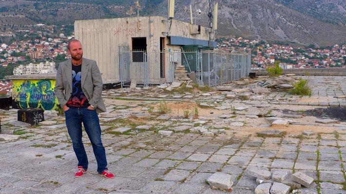 """Unser Host in Mostar gab uns den Tipp auf das """"Glashaus"""" zu klettern. Nicht ganz erlaubt, aber auch nicht verboten ;-)"""