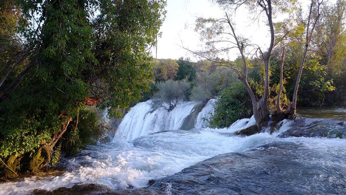 Die Wasserfälle erinnern an die Plivicer Seen.