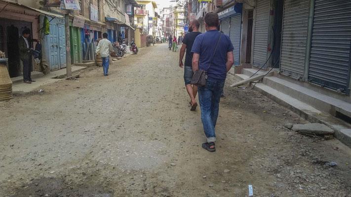 Nichttouristischer Straßenzug in Kathmandu.