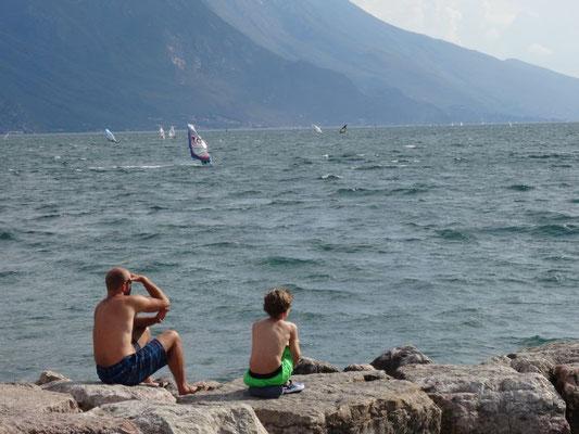 Surfer kann man am Gardasee immer beobachten.
