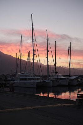 Blick von unserem Stadtstellplatz an der Marina in Kalamata.