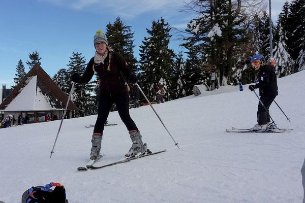 Im Schwarzwald traut sich dann auch Ann-Katrin auf die Ski, ist aber noch sehr wacklig :-P.