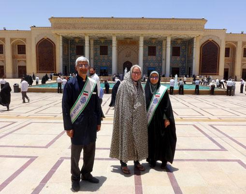 In Shiraz gibt es dann die einfachen mit Knoten unter dem Kinn.