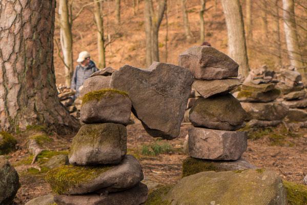 vielen liebevoll aufgestellten Steinhügelchen.