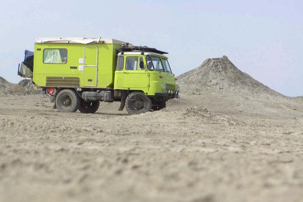 Ganz klarer Vorteil: Mit Coocie kann man überall stehen! Hier: Schlammvulkane in Azerbaidschan