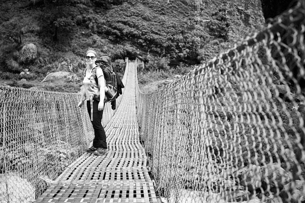 Die Erneuerung der vielen Hängebrücken war das größte Straßenbauprojekt Nepals der letzten Jahre.