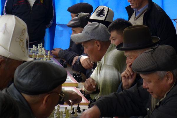 Schach findet man in jedem Park in Kirgistan.