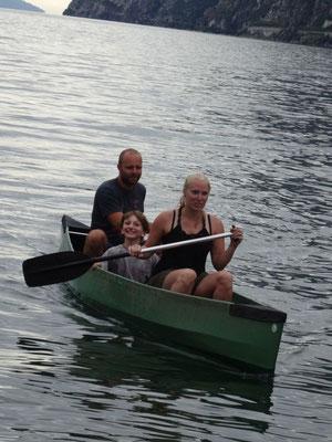 Mit meinem Cousin als Seesack läuft das Boot dann stabil.