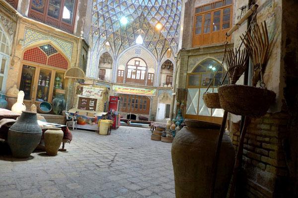 Auf allen Bazaren gibt es etwas zu entdecken. Kashan hat z.B. besonders schöne Innenhöfe.