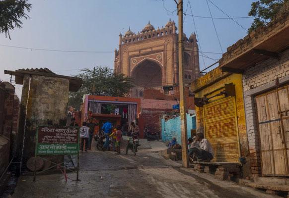Das Tor zur Moschee sieht man in Fathepur Sikri schon von weitem,