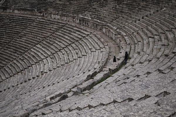 Theater in Epidauros. Steinplätze für 14.000 Besucher und grandiose Akustik.