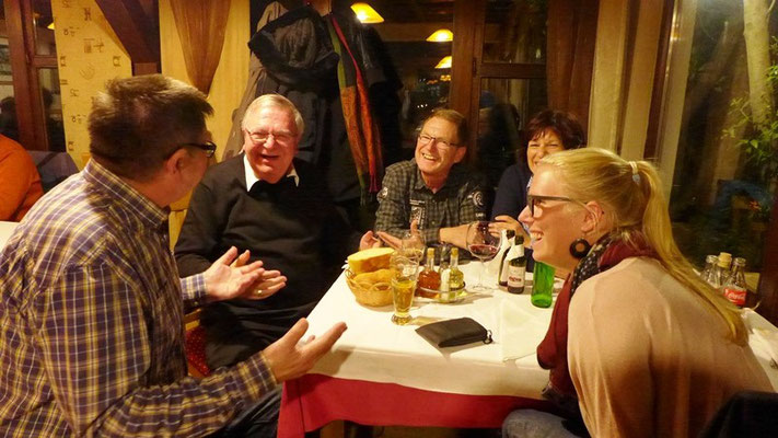 Am letzten Abend haben wir Weihbischof Otto Georgens mit seiner Reisegruppe in Mostar getroffen.