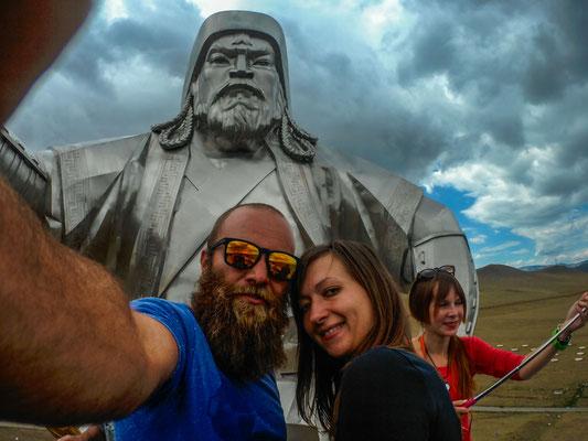 Die Statue des Chinghis Khan steht 80km von UB mitten in der Prärie.
