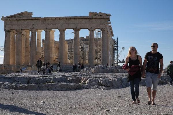 Die Akropolis in Athen. Im Vordergrund: Jörg und Ann-Katrin, dahinter der Parthenon.