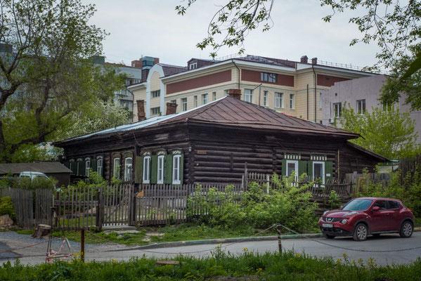 Holzhäuser mitten in der Großstadt