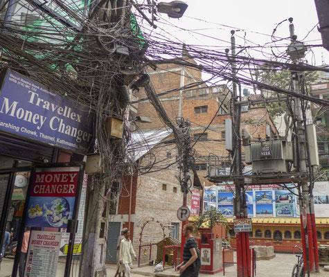 und eine sehr vertrauenserweckende Elektrizität :) in Kathmandu.