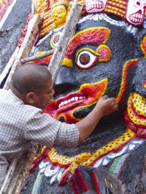 Vor den kommenden Feiertagen wurden die Statuen neu gestrichen und alles hübsch hergerichtet.