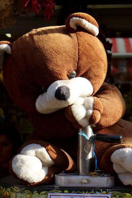 Ein Kaffee stampfender Teddy