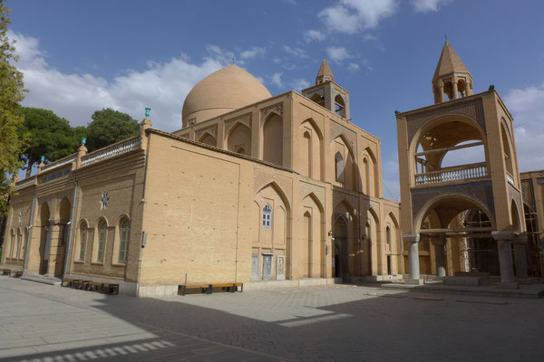 The safawides brought many christian Albanians to Isfahan, which built many churches. (Vant kathedral)