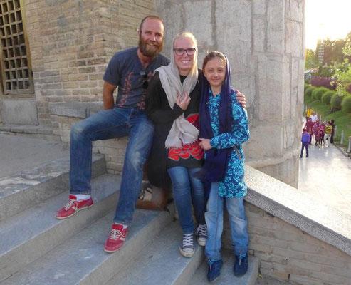 In Isfahan spricht uns diese junge Mädchen selbstverständlich auf englisch an. Die Zeiten ändern sich...