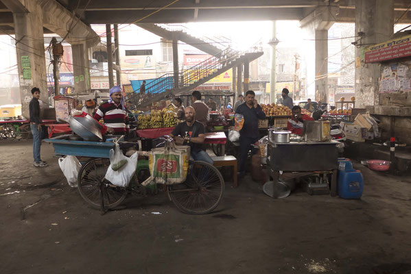 Many small places to buy street food,
