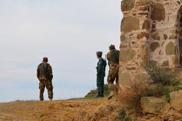 Bei Dawid Garetscha ist die Frage der Grenze zwischen Georgien und Azerbaidschan noch nicht ganz geklärt. Trotzdem treffen sich hier die Soldaten beider Nationen zum Plausch.