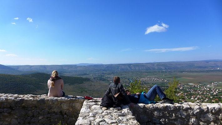 Auf den alten Mauern kann man sich super ausruhen und den Blick über die Ebene schweifen lassen...
