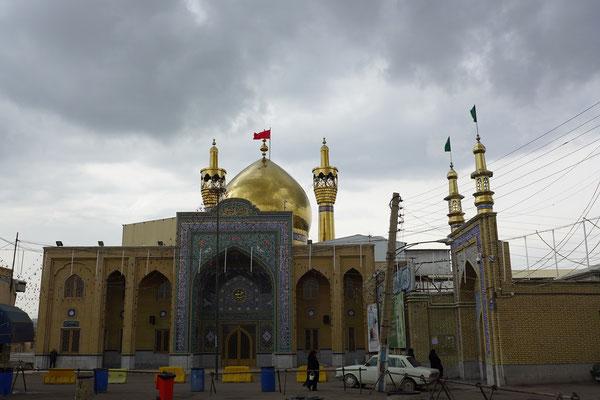 In der Moschee mit der goldenen Kuppel bekommen wir sogar eine private Führung.