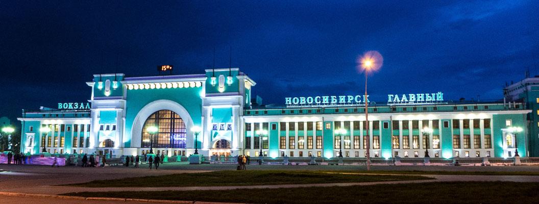 Nowosibirsk! Die Stadt und DER berühmte Bahnhof der Transsibirischen Eisenbahn....