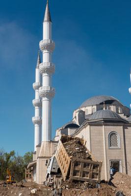 Zu Sovjet Zeiten war es verboten öffentlich zu beten. Alle Moscheen wurden geschlossen.