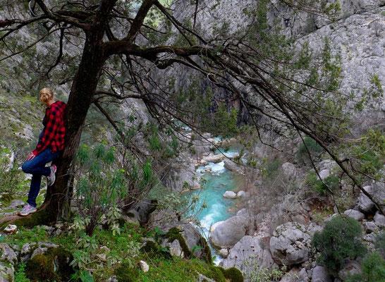 Eigentlich wollten wir nur gemütlich ein paar Stunden laufen. Dann ging es 1000m runter in den Yazili Canyon.