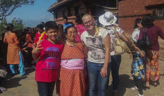 die Nepali, besonders die Kinder.