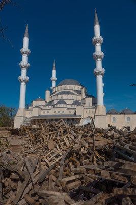Die große Moschee wird gerade noch gebaut.