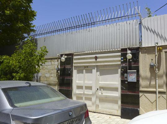 Das Office des Transportunternehmens in Mashhad sieht erstmal sehr unscheinbar aus. Aber hier sind wir richtig.