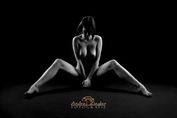 Akt - Dessous - Fotoshooting - Erotik - Teilakt - Aktfotografie - Aktfotos - Aktbilder -  Akt/Erotik Bad saulgau.jpg