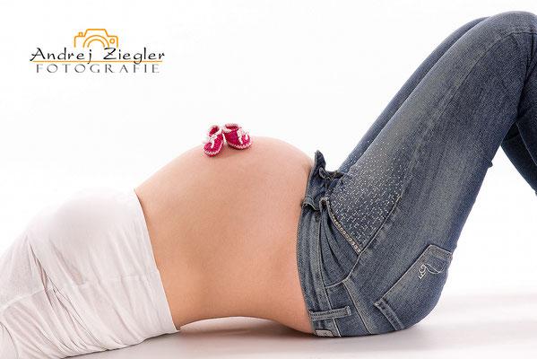 Schwangerschaft Fotografie - Babybauchshooting - babybauch - babybauchfotos - Fotostudio Bad Saulgau - Mengen - Überlingen - Ostrach -  Bad Schussenried - Albstadt - Meßkirch -  Bad Buchau - Bad Waldsee - Bad Schussenried - Bad Wurzach - Biberach.jpg