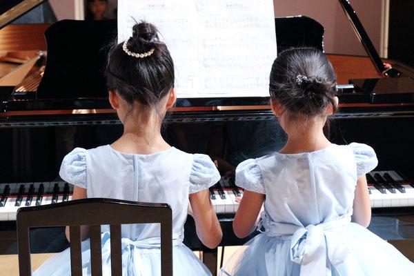 ピアノリハーサル青いドレス連弾