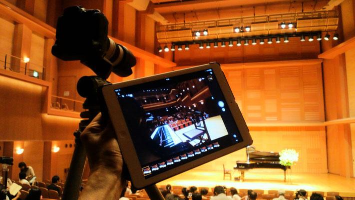 リモートカメラを客席から操作