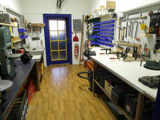 Werkstatt mit angeschlossenem Lager
