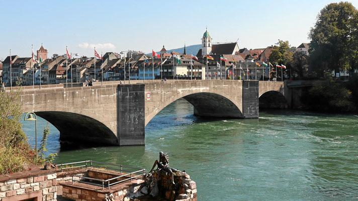 Historische Rheinbrücke zwischen der Schweiz und Deutschland
