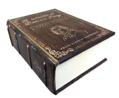 portachiavi da parete in legno libro antico segreto dorian grey