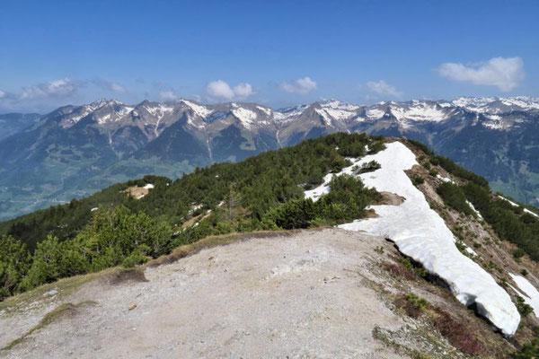 ob man die Bergkette überqueren kann?