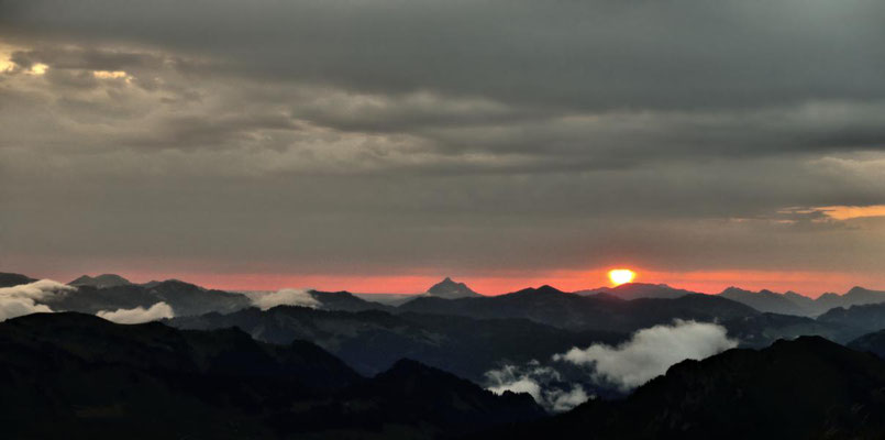 Nebelbehangene Berge