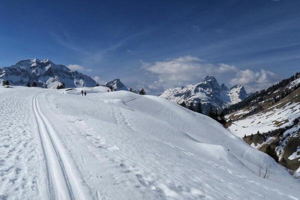 ...führt der Winterwanderweg hinauf